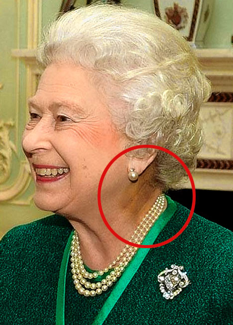 Elizabeth II as reptilian